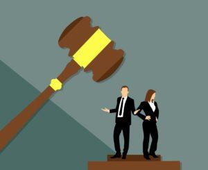 עורכי דין מתחת פטיש